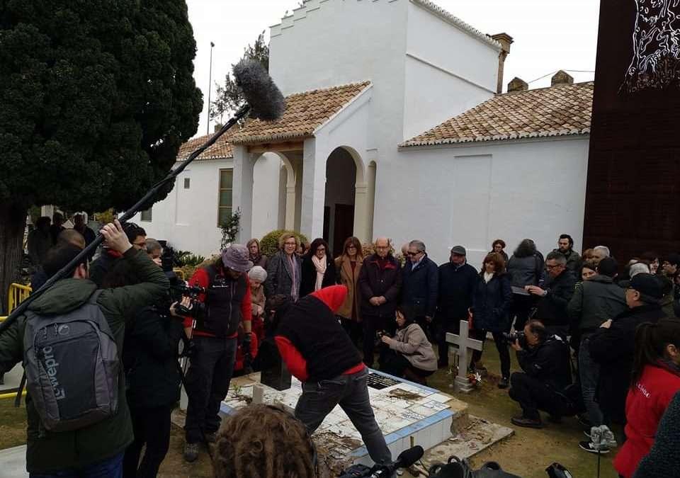 Inicio de la exhumación de los trabajos de exhumación de la Fosa 22 en el cementerio Municipal de Paterna